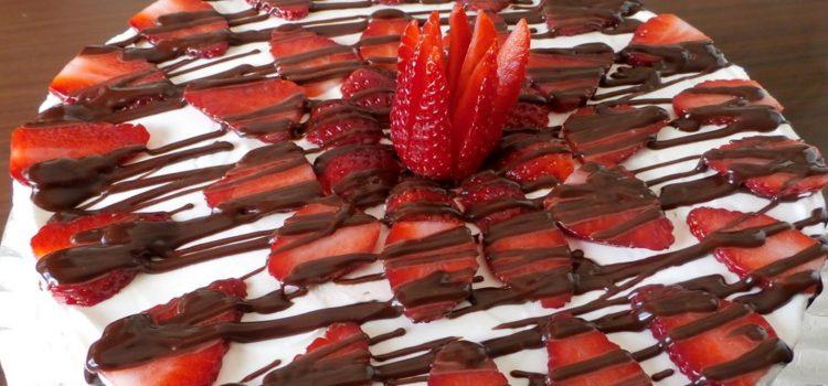 Cómo preparar tarta de nata y fresas