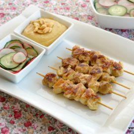 Cómo preparar satay de pollo con salsa de cacahuetes (brochetas)