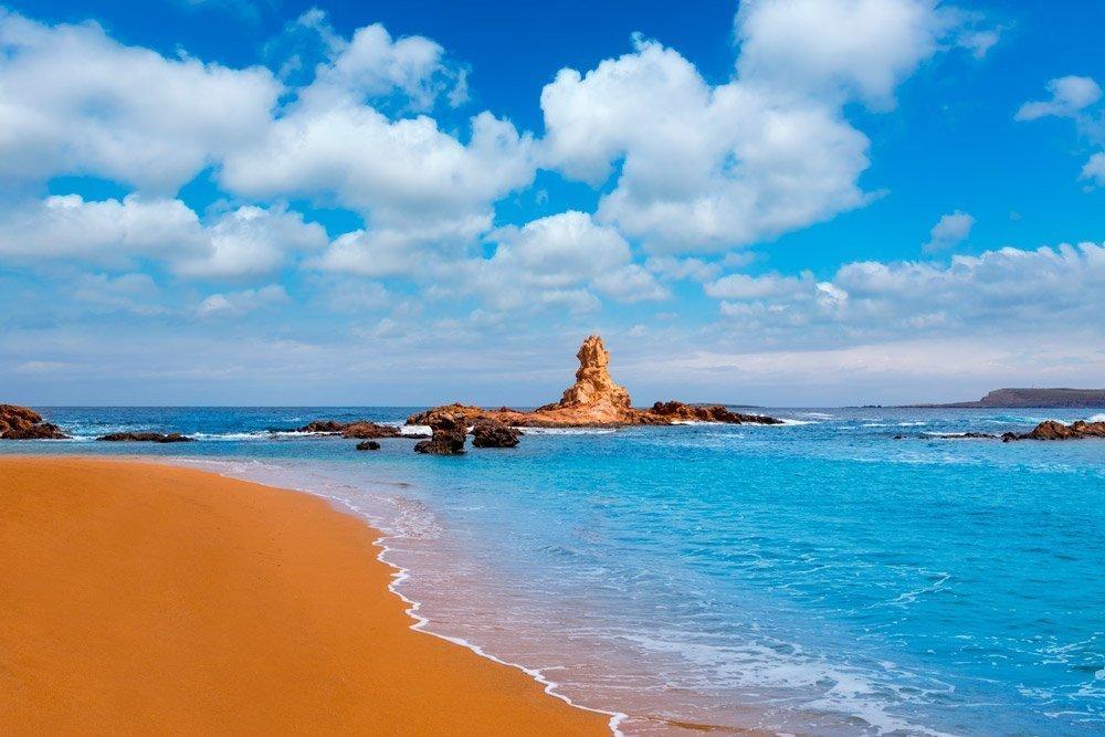 Paseo en barco por las calas del norte de Menorca