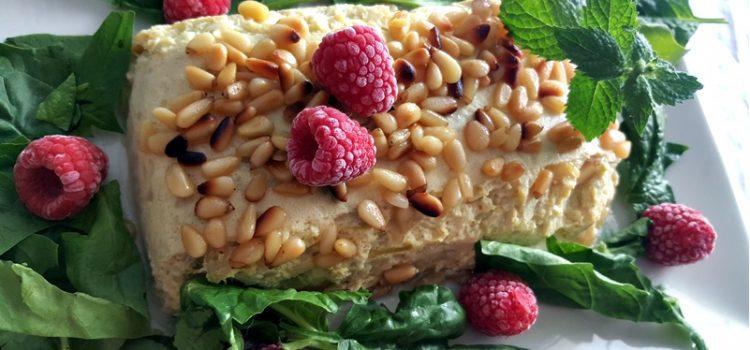 Cómo preparar pastel de calabacín con gratinado de piñones