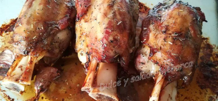 Cómo preparar codillos de cerdo asados